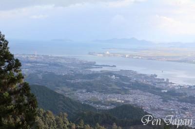 琵琶湖と琵琶湖大橋