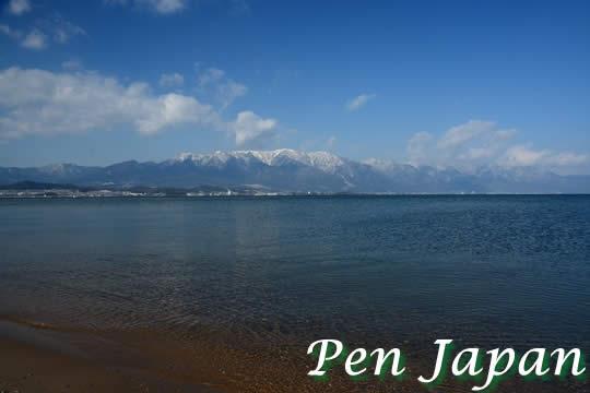 琵琶湖と比良山の雪景色
