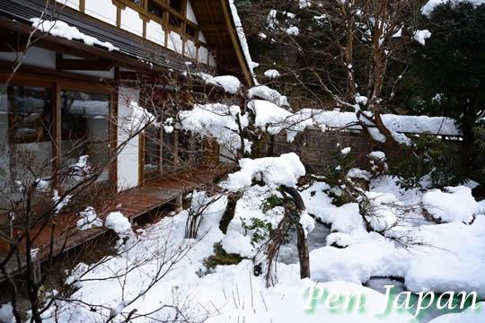 雪化粧した宝泉院