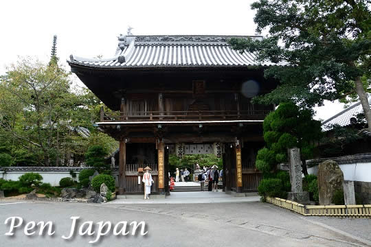 霊山寺の山門(仁王門)
