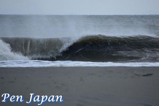 小松海岸の波